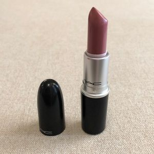 MAC Amplified Creme Lipstick- MMMMMM